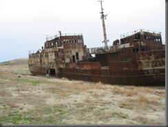Wrack im ausgetrockneten Aralsee